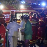 emergency-services-work-outside-a-nightclub-in-bucharest-2