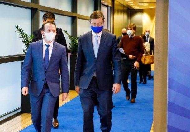 Pandemie şi carantină: Singurătatea e contagioasă   Societate   DW  