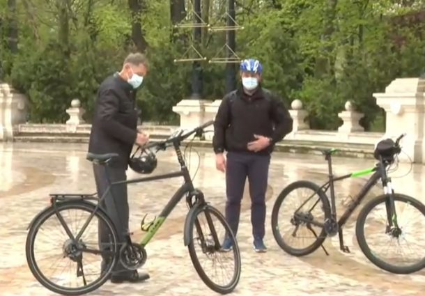 klaus-iohannis-bicicleta