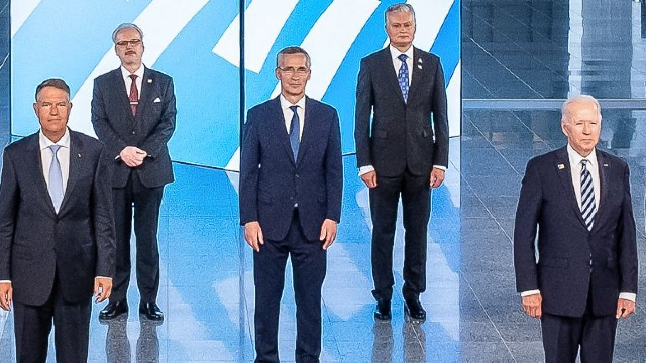 """Iohannis alaturi de Biden, in prim plan la fotografia de grup, la Summitul  NATO de la Bruxelles: """"Am avut doua discutii scurte cu presedintele Biden""""  - Aktual24"""